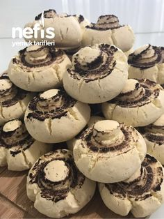 Mantar Kurabiye #mantarkurabiye #kurabiyetarifleri #nefisyemektarifleri #yemektarifleri #tarifsunum #lezzetlitarifler #lezzet #sunum #sunumönemlidir #tarif #yemek #food #yummy Cupcake Cookies, Muffin, Dessert Recipes, Food And Drink, Yummy Food, Cooking, Amigurumi, Almonds, Biscuits