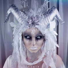 Ideas The Ice Witch - Diy Make up Ideen - Makeup Yeux Halloween, Maquillaje Halloween, Halloween Looks, Halloween Face Makeup, Halloween Horror, Easy Halloween, Sfx Makeup, Costume Makeup, Makeup Art