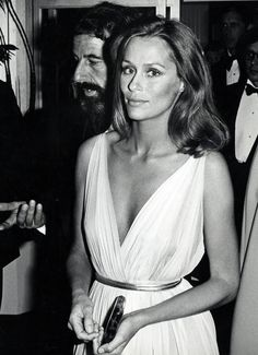 Lauren Hutton–inspiration for Mary Kate Olsen's wedding
