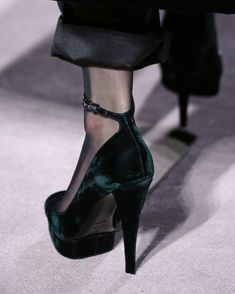 74faa58e30 A detailed look at the shoes from the TOM FORD AW19 Runway. #TOMFORD #