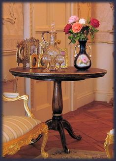 Detail of the table Rococo Style, Barbie Furniture, Dollhouse Miniatures, Entryway Tables, Sweet Home, Flooring, Dolls, Room, Doll Houses