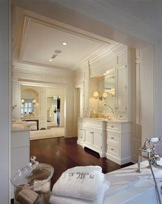 Pohlig | Estate & Custom Homes me gustaria este baño sin puerta para mi pieza, con el excusado con puerta.