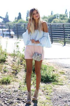 Modebloggerin Laura trägt ein Sommer-Outfit mit tollen Pastell Tönen.