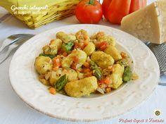 Gli gnocchi integrali al sugo di asparagi sono un primo leggero a base di verdure. Ottimo piatto anche per vegetariani facili e veloci da realizzare.