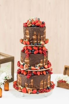 Weddings Food Beautiful wedding cakes and trends 2016 with Christina Krug from Schnabuleri . Naked Wedding Cake, Fall Wedding Cakes, Wedding Cakes With Cupcakes, Beautiful Wedding Cakes, Beautiful Cakes, Amazing Cakes, Wedding Blog, Strawberry Wedding Cakes, Naked Cakes