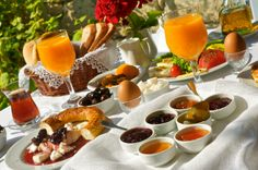 Bread basket with linen and lace, fresh orange juice and home made jams