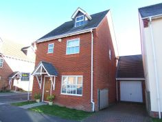 Town house to rent in Flagstaff Square, Thatcham, Berkshire