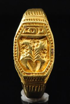 A Renaissance early 16th century armorial signet ring