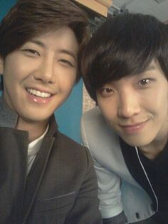 ZE:A's Kwanghee and MBLAQ's Lee Joon take a selca photo on the set of 'GO SHOW' #allkpop #kpop #ZEA #MBLAQ