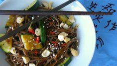 Soba nudle s asijskou omáčkou a kešu ořechy Japchae, Ethnic Recipes, Food, Essen, Meals, Yemek, Eten