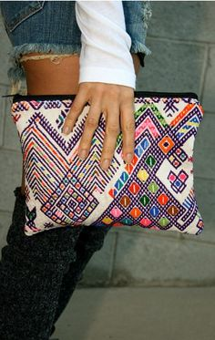 Love the vibe of this clutch!