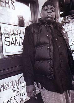 Biggie Smalls, looking like a gangster. Hip Hop 90, Mode Hip Hop, Hip Hop And R&b, East Coast Hip Hop, Biggie Smalls, American Rappers, Hip Hop Artists, Rap Music, Eminem