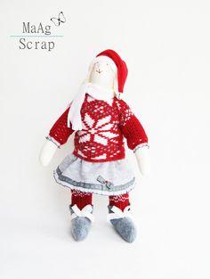 Świąteczny Królik Tilda z sankami (proj. MaAg Scrap), do kupienia w DecoBazaar.com