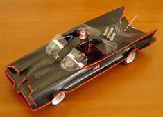 Maqueta recortable gratis del auto de Batman el hombre murcíelago, el Batmovil de 1966.  Gracias a paperinside.com  Descargar aquí  Instruc...
