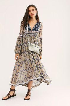 What to Wear: 15 Autumnal Dresses for a Fall Wedding - Green Wedding Shoes Boho Fashion, Fashion Outfits, Luxury Fashion, Moda Boho, Kurta Designs, Festival Outfits, Free People Dress, Boho Dress, Hippie Dresses