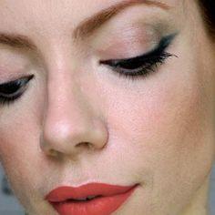 Sexta feira muito corrida, mas finalmente tá no ar nosso Manual! E é mais um daqueles looks rapidíssimos e fáceis de fazer pra sair linda hoje à noite (ou qualquer outra). Usei lápis e sombra pra fazer o delineador e ensinei a fazer a linha sem errar... Orange Lips, Red Lips, Eye Details, Wedding Make Up, Makeup Looks, Hair Makeup, Blush, Hairstyle, Eyes