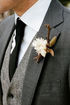 Totally digging this earthy, classic, combo for a groom. A look for a fall or winter wedding.