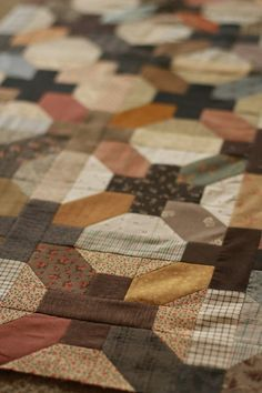 Look at this great man quilt!! Wow - I love those colours!! This pattern is called Canning Day.