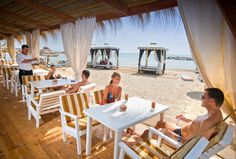 The best hotel beach bars!