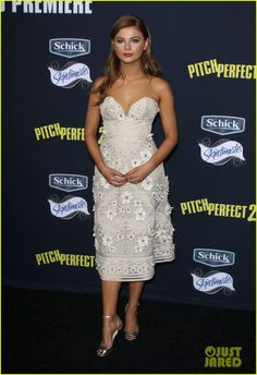 Anna Kendrick & Hailee Steinfeld Look Aca-Perfect At 'Pitch Perfect 2' Premiere | anna kendrick brittany snow pitch perfect premiere 07 - Photo