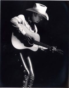 Dwight Yoakam OMG love those tight leather pants! Mode Country, Hot Country Boys, Johnny Cash Music, Tight Leather Pants, Leather Jeans, Dwight Yoakam, Cowboy Up, Cowboy Hats, Country Music Singers