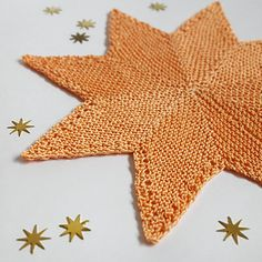 Ravelry: Stella Potholder pattern by Sybil R Christmas is the time to decorate the space around you with pretty things. And as a knitter, in the run-up to Christmas I like to knit decorations. Potholder Patterns, Knitting Patterns Free, Free Knitting, Free Pattern, Knit Or Crochet, Crochet Hooks, Christmas Entertaining, Quick Knits, Sport Weight Yarn