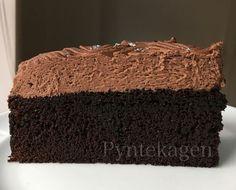 Denne kage er fyld med sort magi - den smager simpelthen så godt, har en skøn konsistens og sammen med den fantastiske chokolademousse på ...