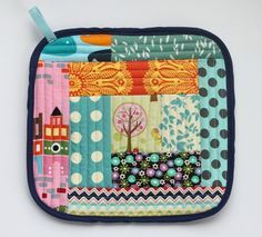 Sew Delicious: Quilt As You Go Pot Holders - Love these & you could easily create holiday inspired ones. Great hostess gifts too!