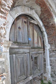 Kuzulu kapılar
