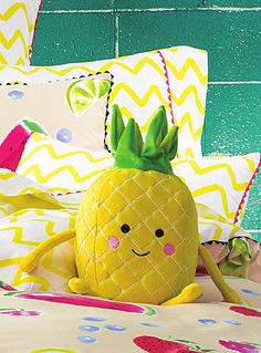 Hiccups at Simons Maison A playful touch to liven up the kids' room! We love the happy little pineapples with cute rosy cheeks and a crown-like top. - Soft plush in polyester fibre - Easy machine-care