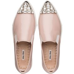 Pointy toe slip-on sneaker with rubber sole and naplak upper, with elastic insert on the side and metal toecap embellished with swarovski crystals.