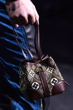 Bags from the Louis Vuitton Fall 2020 collection payed homage to the house's heritage while the release of a new Louis Vuitton monogram design has us excited about the brand's future. New Handbags, Fashion Handbags, Vuitton Bag, Louis Vuitton Handbags, Best Bags, French Fashion, Women's Fashion, My Bags, Black And Brown