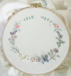 Very pretty colour combination. Silk Ribbon Embroidery, Embroidery Hoop Art, Floral Embroidery, Cross Stitch Embroidery, Embroidery Patterns, Diy Broderie, Brazilian Embroidery, Quilt Stitching, Embroidered Flowers