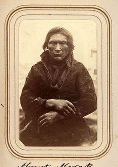 Porträtt av Almert Merak, 60 år, Sjokksjokk. Ur Lotten von Dübens fotoalbum med motiv från den etnologiska expedition till Lappland som leddes av hennes make Gustaf von Düben 1868.