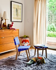How cute is Jens Risom Child's Chair by @knolldesign ? You can find it and more in the #Knoll showroom in suite 1523 at the #DDBuilding