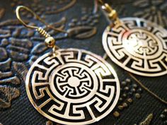 Awesome plate earrings inspired by the traditional art of the ancient Aztec civilization. Made of high quality jewelry brass. by Culture Cross #GoldEarrings