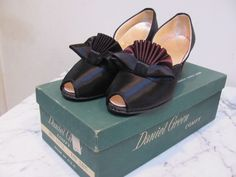 VINTAGE 1950s PIN-UP* PEEP-TOE SATIN Daniel Green BOUDOIR SLIPPERS wBOWS Sz-7 NR #DanielGreen #PeepToeSlipper