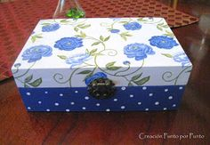 Creación Punto por Punto: Encargos navideños Decoupage Box, Decoupage Vintage, Lace Painting, Painting On Wood, Painted Wooden Boxes, Hand Painted, Recycled Crafts, Diy And Crafts, Picture Frame Decor