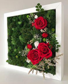 Зеленая картина из мха с розами 25×25 см. Стабилизированный мох не желтеет и не сохнет как сухой. Сохраняет свой вид до 5 лет!