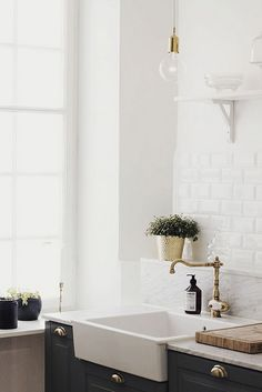 Subway tile, gold hardwear