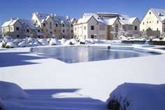 Ifrane - Morocco A small town & ski resort often called 'Morocco's Switzerland' Jardim Natural, Parque Natural, Destinations, Water Day, Destination Voyage, Most Beautiful Cities, Roadtrip, Skiing, Beautiful Pictures