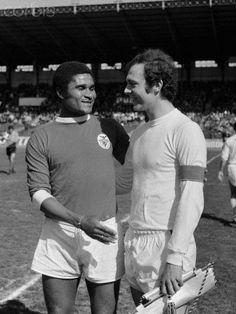 """Eusébio e """"Das Kaiser"""" Beckenbauer, Paris, Benfica - 2/ Bayern - 1 (1972)."""