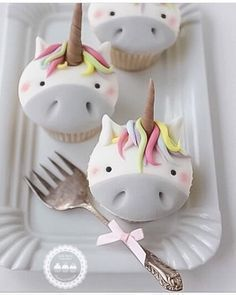 Unicorn cupcakes by - she takes orders Unicorn Cupcakes, Cute Cupcakes, Cupcake Cookies, Unicorn Party, Berry Cupcakes, Birthday Cupcakes, Unicorn Birthday, Cupcakes Decorados, Unicorn Foods
