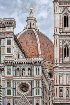 facade of Santa Maria del Fiore, begun by Arnolfo di Cambio in 1296, Giotto's bell tower (campanile) on the right, begun in 1334 and Brunelleschi's Dome (il Duomo) behind, 1420-1436,  Florence, Italy