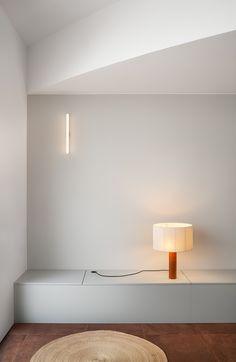 Funcional reforma de una planta baja por HIHA Studio Bauhaus, Santa Cole, Agi Architects, Keep The Lights On, Furniture Catalog, Ideal Tools, Sit Back, Contemporary Architecture, White Paints