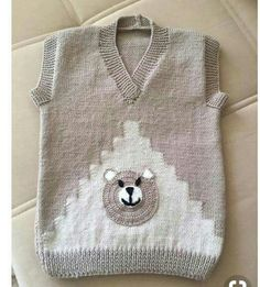 Zigzag Shaped Teddy Bear Decorated Sweater Making. age - aysel - - Zigzag Shaped Teddy Bear Decorated Sweater Making. Crochet Kids Scarf, Crochet Baby Cardigan, Crochet Baby Boots, Crochet Beanie, Crochet Hats, Baby Boy Dress, Baby Vest, Baby Dresses, Baby Hats Knitting
