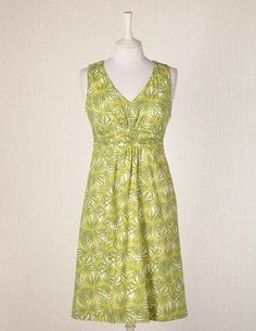 Delightful Summer dress from Boden http://tidd.ly/4d2ed6c5 in a stunningly chic lime starburst print, which is beautifully suited to the apple body shape. V-neckline will break up the expanse of an apple's broader top-half, whilst hinting at the amazing curves of her bust, whilst the empire-line style is incredibly flattering & lends wonderful definition to the apple figure! An A-line skirt helps achieve body shape balance & enhance the apple's slimmer lower body! Super-stylish Summer dress!