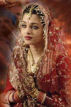 Provoked: A True Story Aishwarya Rai Young, Aishwarya Rai Pictures, Aishwarya Rai Photo, Actress Aishwarya Rai, Bollywood Pictures, Aishwarya Rai Bachchan, Bollywood Wedding, Vintage Bollywood, Indian Actress Hot Pics