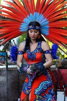 MEXICO - Copillis-love the colorful plumage she wears as a crown. Maya, Mexican Art, Mexican Style, Costume Ethnique, Aztec Culture, Aztec Warrior, Native American Beauty, Aztec Art, Mexican Dresses
