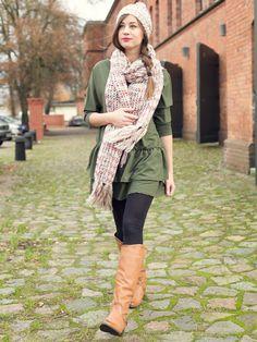 Zielona sukienka młodzieżowa, piękny szal i czapka, takie stylizacje mi się bardzo mocno podobają, choć sukienki młodzieżowe są modne w każdym wieku :)
